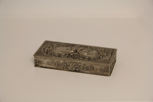Burnótos szelence <br /><em>Snuffbox</em>