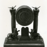 Óra <br /><em>Mantle clock</em>