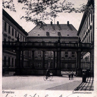 "A Schlossmuseum épülete Breslauban<br /><em>The building of the ""Schlossmuseum"" in Breslau</em>"