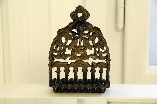 Hanukai menóra<br /><em>Hanukkah lamp</em>