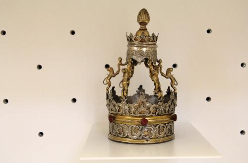 Tórakorona<br /><em>Torah crown</em>