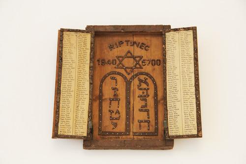 Siviti tábla<br /><em>Shiviti plaque</em>