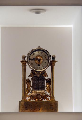 Álló óra<br /><em>Mantel clock</em>