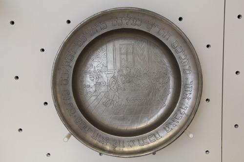 Ón szédertál<br /><em>Seder Plate</em>