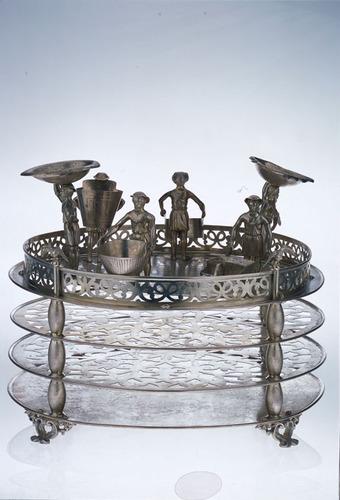 Emeletes szédertál<br /><em>Three tiered Seder plate</em>
