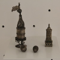 Úti fűszertartó<br /><em>Miniature traveling spice container</em>
