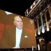 Fénykép - Kertész Imre Nobel díjának ünneplése a Vörösmarty téren