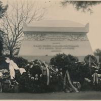 A szegedi zsidó hősök emlékműve az avatási ünnep után